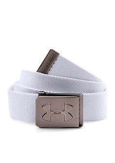 Make sure he keeps his pants secure with this sleek white webbed belt! A metal Under Armour® logo buckle adds the perfect finishing touch to this essential piece.