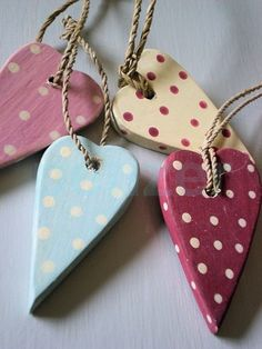 EAST OF INDIA HANGING POLKA DOT WOOD HEART SHABBY VTG CHIC RED PINK BLUE CREAM | eBay