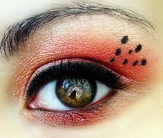 Its a different look because there is the red eyeshadow and the black eyeliner . Plus you would not expect three black dots on top of her eye. Lady Bug Makeup, Hair Makeup, Beauty Makeup, Haloween Makeup, Costume Makeup, Makeup Inspo, Makeup Inspiration, Makeup Ideas, Handmade Halloween Costumes