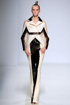 Pedro Lourenço Spring 2011 Ready-to-Wear Fashion Show - Sigrid Agren (Elite)