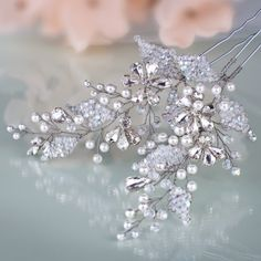 An instant glamour is guaranteed with our fascinating GLYKERIA pins. With dozens of glinting crystals and miniature beads, the pins will provide you with the brilliant touch you crave to have on your nuptials. #weddingdream #wedding #bridal #wedding