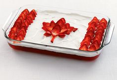 I've made this Canada Day Flag cake for years. The bottom layer is angel food cake, plus low fat cool whip, strawberry jello and strawberries. Canada day food, recipes and ideas Canada Day Party, Canada Day Flag, Happy Canada Day, Canada 150, Quebec, Canada Day Crafts, Strawberry Jello, Strawberry Shortcake, Strawberry Cheesecake