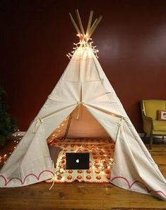 Teepee For all you sewing devotees out there, check out this homemade teepee! Thankfully, because it's an indoor teepee, your kids won't have to worry about any bison wandering past in the wilderness! Get the instructions here: Smile and Wave. Diy Teepee, Teepee Tent, Teepee Kids, Toddler Teepee, Kids Tents, Diy Canopy, Toddler Play, Tutorial Tipi, Diy For Kids