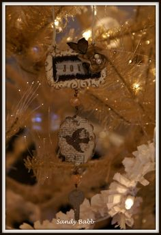 Find a wonderful set of Chrismas Ornament tutorials here, from Sandy Babb  ~~~ A Quill Cottage Christmas