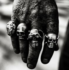 One of the best ways to show off your love for your biker lifestyle is with skull rings. Wear it at work or wear it to church - just like your black shirts. Gothic Engagement Ring, Skull Jewelry, Skull Rings, Gothic Jewellery, Man Jewelry, Jewelry Rings, Vintage Biker, Vintage Cars, Estilo Rock