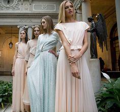 Carolina Herrera Runway Fashion, Fashion Show, High Fashion, Milan Fashion  Weeks, Backstage 7084d2d5b8