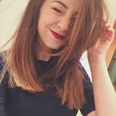 I absolutely love this length! Seeing Zoe cut her hair has made me want to cut my hair as well RIGHT NOW. Zoella Beauty, Hair Beauty, Cut Her Hair, Hair Cuts, Hair Inspo, Hair Inspiration, New Hair, Your Hair, Dream Hair