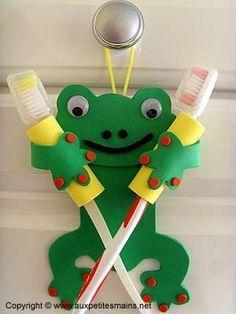 Porta-escovas de dentes Porta-escovas de dentes A Arte de Ensinar e Aprender: . Kids Crafts, Quick Crafts, Diy Projects For Kids, Foam Crafts, Diy Arts And Crafts, Baby Crafts, Paper Crafts, Diy Ribbon, Art For Kids