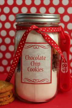 Chocolate Chip Cookie Mix in a Jar Recipe with Printable Labels! http://www.supercouponlady.com/2013/12/chocolate-chip-cookie-mix-jar.html/
