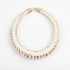 """""""Vortex"""" collier de créateur en cuir blanc et or http://miswude.com/boutique/collier-ras-du-cou-vortex/"""