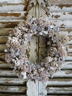Rose and Hydrangea wreath painted white for Christmas,lovely Christmas Love, All Things Christmas, Christmas Tree Ornaments, Christmas Decorations, Christmas Ideas, Holiday Wreaths, Holiday Crafts, Holiday Decor, Christmas Inspiration