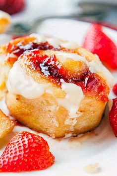 Soft, sweet, fluffy rolls filled with strawberry jam and topped with a sweet and tangy cream cheese glaze. Strawberry Desserts, Strawberry Jam, Cheesecake Strawberries, Breakfast Bake, Breakfast Recipes, Easy Desserts, Dessert Recipes, Baking Recipes, Scone Recipes