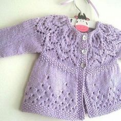 Free Knitting Pattern Baby Cardigan with Cables Baby Cardigan Knitting Pattern, Knitted Baby Cardigan, Knit Baby Sweaters, Knitted Baby Clothes, Baby Knitting Patterns, Baby Patterns, Dress Patterns, Knitted Hat, Knitting For Kids