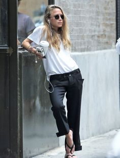 Mary-Kate outside her office in NYC on August 25, 2016 (via…
