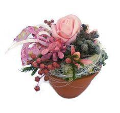 Szárazvirág asztaldísz, rózsaszín rózsával Flowers, Plants, Plant, Royal Icing Flowers, Flower, Florals, Floral, Planets, Blossoms