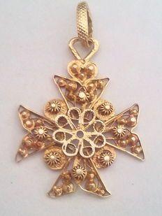 Pendente com cruz de filigrana, com ouro português de 19 kt