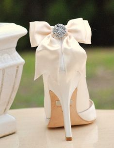 Items similar to Ivory / White / Black / Nude Sparkly Bow Shoe Clips. Spring Bride Bridesmaid Wedding Big Day, Chic Stylish Couture Gift, Also: Blue Sage Red on Etsy Bow Shoes, Cute Shoes, Me Too Shoes, Pretty Shoes, High Heels Stiletto, Dream Wedding, Wedding Day, Wedding Heals, Perfect Wedding