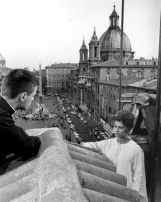 """Sophia Loren su una terrazza sopra piazza Navona in """"Ieri, oggi e domani"""" di Vittorio De Sica (1963)"""