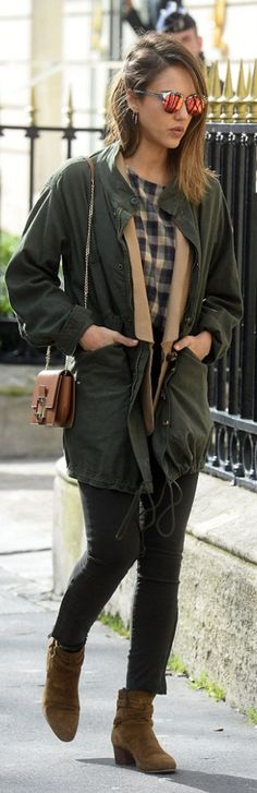 Who made Jessica Alba's pink sunglasses, plaid shirt, green coat, brown handbag, and tan suede ankle boots? Celebrity Style Casual, Jessica Alba Style, Celebrity Skin, Pink Sunglasses, Boating Outfit, Green Coat, Roger Vivier, Suede Ankle Boots, Autumn Winter Fashion