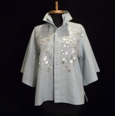 Seeinga Bottega Veneta blouse for $5,000 in Sunday's Wall Street Journal ,was my inspiration for this seaglass linen blouse. Using a modified version of Sewing Workshop's Zen shirt , Irandomly...