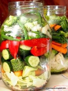 mieszanka kolorowych warzyw, kiszenie w duzym sloju, sloik kiszonych warzyw, kiszonka wielowarzywna, jarzyny kiszone, sloj z kiszonymi warzywami Healthy Food List, Healthy Cooking, Healthy Snacks, Healthy Eating, Cooking Recipes, Healthy Recipes, Nutritious Meals, I Love Food, Good Food