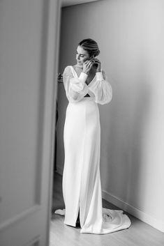 La boda de Carmen (de Vogana) y Nacho en Sevilla | Casilda se casa Sweetheart Wedding Dress, Modest Wedding Dresses, Boho Wedding Dress, Bridal Dresses, Tulle Wedding, Minimalist Wedding Dresses, Classic Wedding Dress, Ball Dresses, Ball Gowns