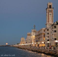 luna piena sul lungomare di Bari