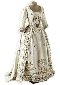 Robe  France, vers 1780 - 1785  Pékin brodé. Soie