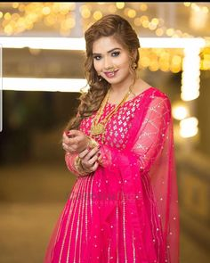 Pakistani Models, Latest Celebrity News, Sari, Celebrities, Fashion, Saree, Moda, Celebs, Fashion Styles
