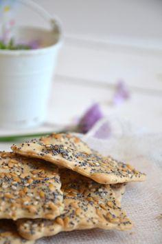 """Crackers maison aux graines { Hors-Série """"Végétarien & Gourmand"""" } http://www.lesrecettesdejuliette.fr"""