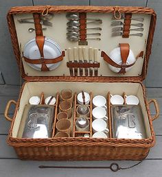 Coracle picnic set contains: 6 white enamel plates with gold edges, cups /saucers. Picnic Set, Picnic Time, Picnic In The Park, Picnic Ideas, Wicker Picnic Basket, Wicker Trunk, Wicker Baskets, Casas Country, Wedding Gift Baskets