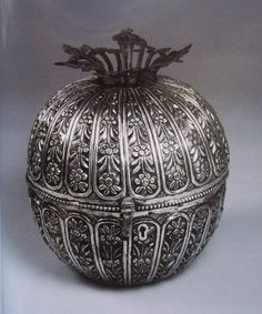 Extremely rare antique Iraqi silver, ball shaped container, made by Iraqi Jewish silversmiths. Circa 1920's فضة, فضيات عراقية قديمة
