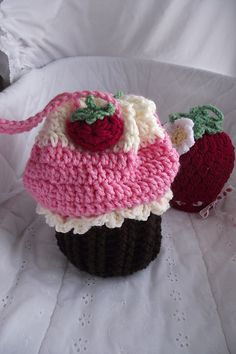 Free pattern: theburdenissweets Sweet Treat Cupcake Cradle Purse
