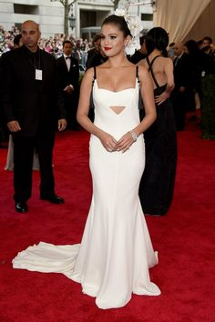 Pin for Later: Relive All the Glamour From Last Year's Met Gala Red Carpet Selena Gomez Selena made an entrance in a white-hot Vera Wang gown.