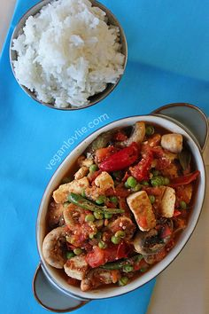 A vegan version of the Creole-style tomato based sauce with aromatic herbs like thyme, parsley and coriander. Tofu and mushroom rougail.