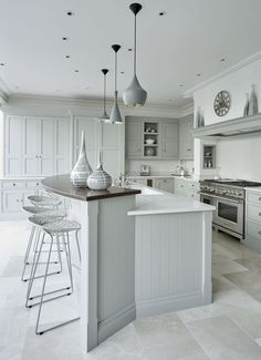 Grey Family Kitchen – Tom Howley This grey family kitchen is a contemporary take on classic shaker kitchen design, the island caters for all your kitchen dining needs. Family Kitchen, Eat In Kitchen, Living Room Kitchen, Grey Kitchen Diner, Grey Shaker Kitchen, Kitchen Ideas In Grey, Kitchen Tips, Kitchen Trends, Open Plan Kitchen