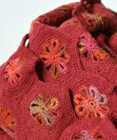 Close up - Sophie Digard crochet - VIOLETTE MERINO WOOL SCARF / RED