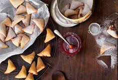 Marmeladeecken aus Germteig Dairy, Cheese, Tv, Food, Pies, Kuchen, Sheet Pan, Food Food, Television Set