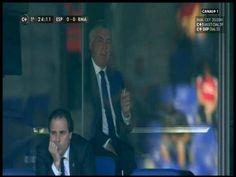 Włoski szkoleniowiec pali sobie papierosa w honorowej loży • Carlo Ancelotti odpalił sobie szlugę w trakcie meczu Realu Madryt >> #ancelotti #football #soccer #sports #pilkanozna