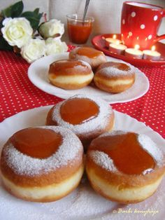 Jön a farsangi időszak és ilyenkor sokan fánkot is sütnek. De! Nem mindegy mennyi macera van vele, mert ezzel speciel semmi. A tésztát a gé... Hungarian Desserts, Hungarian Recipes, Bread Recipes, Cake Recipes, Sweet Pastries, Challah, Doughnut, Donuts, Cheesecake