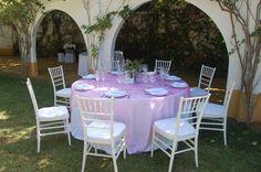 Decoración de mesas en tonos rosas. #bodas #catering #haciendas #sevilla #aljarafe