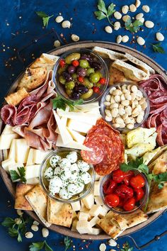 Antipasto Appetizer Cheese Board - Learn how to build the absolute PERFECT antipasto platter! It's unbelievably easy and sure to be a crowd-pleaser for all your guests! Served with cured meats, fresh… Italian Appetizers, Cheese Appetizers, Appetizer Recipes, Simple Appetizers, Italian Antipasto, Charcuterie Recipes, Charcuterie And Cheese Board, Cheese Boards, Party Food Platters