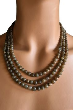 Natur Labradorit Collier Unbehandelter Labradorit – blau schimmernd – 5 – 7 mm Perlen-Reihen 40,5 – 46,5 cm 474 Karat Verstellbare Seidenbänder Handgefertigt in Indien Pearl Necklace, Beaded Necklace, Necklaces, Pendant Necklace, Band, Pendants, Dreams, Gift Ideas, Gifts