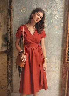 Trendy Long and Short Summer Dresses Shop women dresses Blue Wrap Midi Dress Cute Dresses, Casual Dresses, Fashion Dresses, Moda Fashion, Fashion Tips, Fashion Hacks, Petite Fashion, 70s Fashion, London Fashion