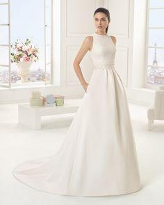 Vestido de noiva de piqué e renda com brilhantes. Coleção Rosa Clará Two 2016