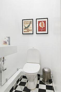 Fint golv på liten toalett