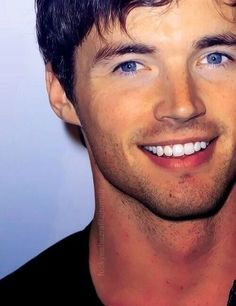 Ian Harding from pll.. so sexy