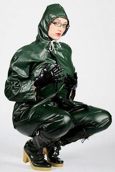 35 Green Raincoat, Pvc Raincoat, Rain Fashion, Heavy Rubber, Latex Girls, Rain Wear, Girls In Love, Girls Wear, Models
