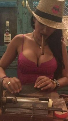 For Your Needs And Desires Of Every Sexual Level And Lifestyles Cigars And Women, Women Smoking Cigars, Smoking Ladies, Cigar Smoking, Girl Smoking, Good Cigars, Cigars And Whiskey, Pipes And Cigars, Zigarren Lounges