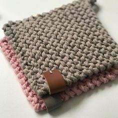 Starters, Shawl, Kitty, Blanket, Elsa, Crochet, Fabric Purses, Knitting And Crocheting, Craft Work